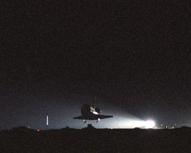 The STS-114 lands at Edward Airforce Base.